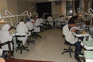 الجامعات الخاصة في سورية فقط لأبناء الأغنياء ورجال الأعمال.. الطب بـ9 مليون والصيدلة بـ4 ملايين ليرة