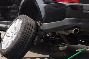 أهمية تبديل مواقع إطارات السيارات