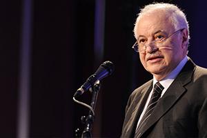 رجل الأعمال طلال أبو غزالة يوضح: هل أفلست البنوك والحكومة في لبنان؟