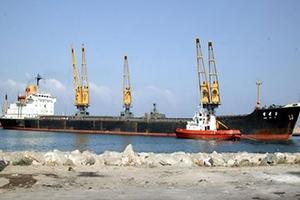 إعادة فتح باب الملاحة البحرية لميناء طرطوس التجاري ومصب النفط في بانياس