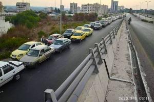 في طرطوس.. طوابير السيارات تمتد لـ3كم و ليتر البنزين الحر بـ1000 ل.س