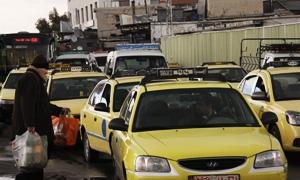 تكسي تعمل عمل السرفيس أحدث موضات شوارع دمشق .. أجور النقل تكمل معاناة المواطنين