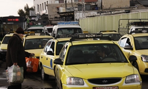 تعرفة جديدة لسيارات الأجرة في دمشق لصقاً على الزجاج