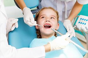 وزير يقول: أسعار أطباء الأسنان في سورية هي الأرخص في العالم