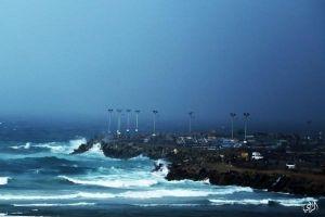اختراع تحويل أمواج البحر إلى كهرباء يتبناه مركز بحوث الطاقة