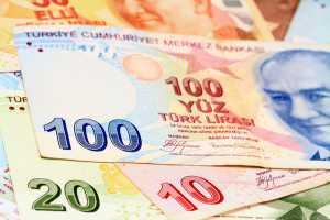 الليرة تواصل الهبوط وتعمق خسائر الاقتصاد التركي