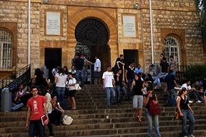 7 آلاف طالب سوري في الجامعات اللبنانية..أكثر من 200 دولار تكاليف تصديق وتعديل الشهادة الثانوية السورية في لبنان