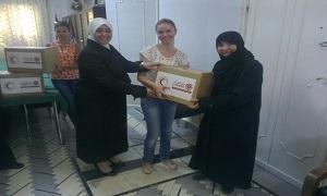 بنك الشام الإسلامي يوزع سللاً غذائية بالتعاون مع الهلال الأحمر