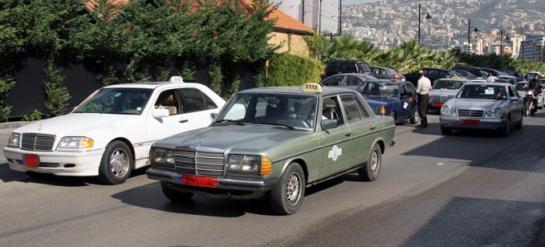 في لبنان.. السائقون السوريون يستحوذون على 25 ألف لوحة سيارة عمومية من أصل 33 ألفاً