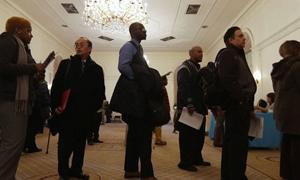 تراجع البطالة في أميركا إلى 7.7%