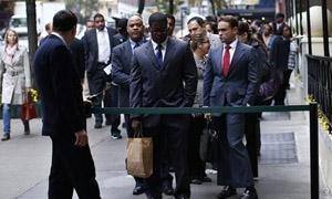 تراجع طلبات إعانة البطالة الأمريكية لأقل مستوى منذ 2006