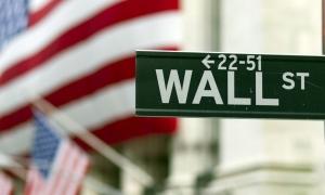 انكماش الاقتصاد الأمريكي بمعدل 0.1% في الربع الأخير من العام الماضي