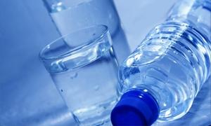 الحكومة تمنع استيراد المياه المعبأة
