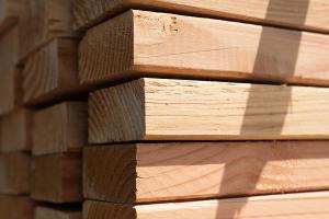 أسعار الخشب تبلغ مستويات قياسية و ترتفع بأكثر من 60% خلال شهر