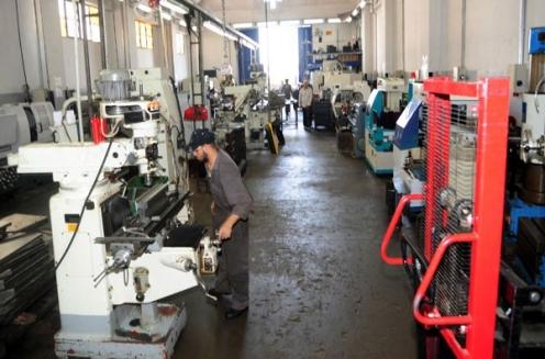 غرفة صناعة دمشق: عودة الكثير من معامل الصناعات الكيميائية للعمل  ومباشرة الترميم والإنتاج