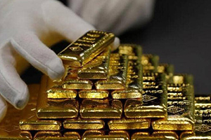 بعد موجة صعود.. الذهب يتراجع عن ذروة 7 سنوات